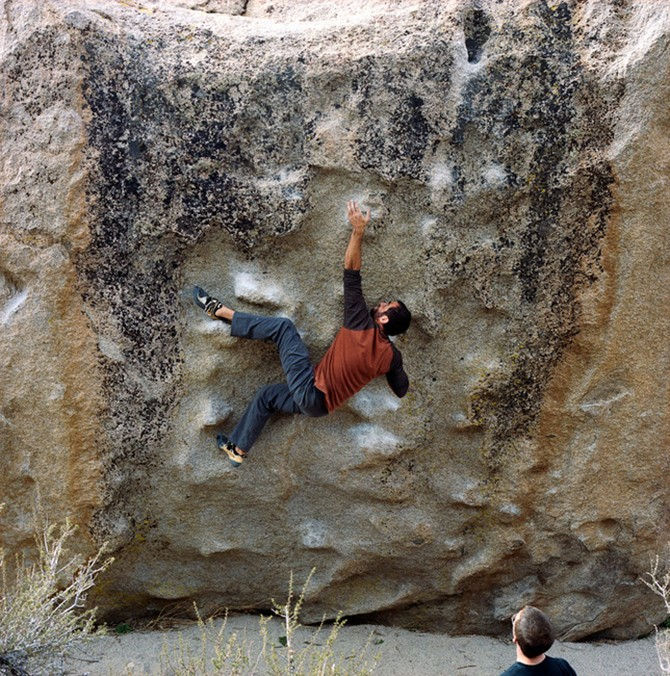 Sean Mee climbing Seven Spanish Angels in the Buttermilks, Bisho